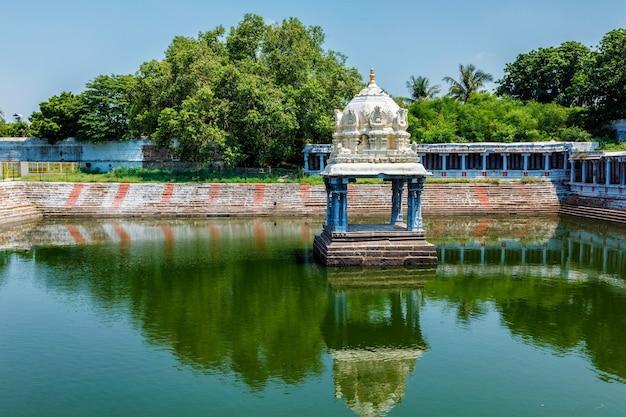 Tanque do templo do templo ekambareswara ekambareswarar em kanchipuram, tamil nadu, índia