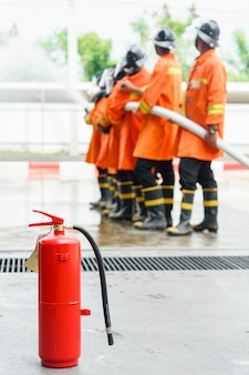 Tanque vermelho de extintor de incêndio