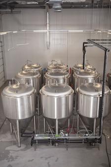 Tanques de cerveja e equipamentos de produção de cerveja na microcervejaria
