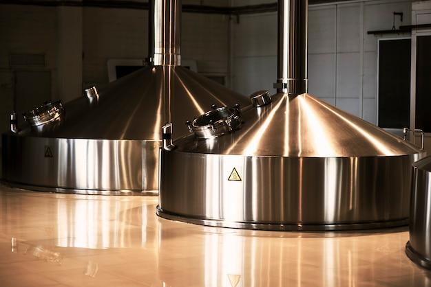Tanques metálicos para armazenamento de cerveja