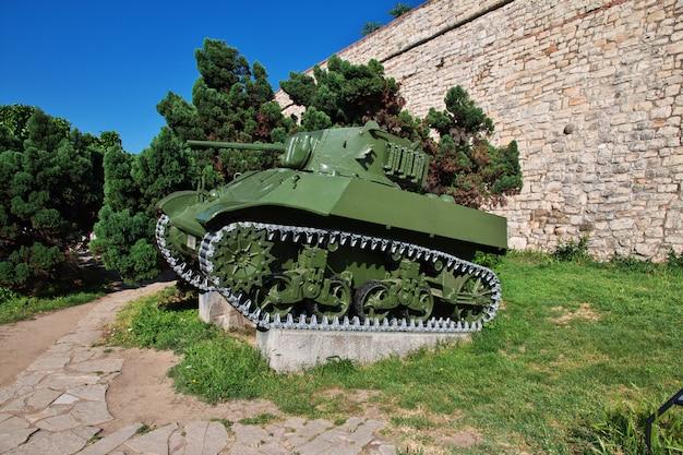 Tanques na cidade de belgrado, sérvia