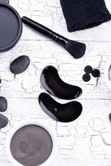 Tapa-olhos com carvão preto