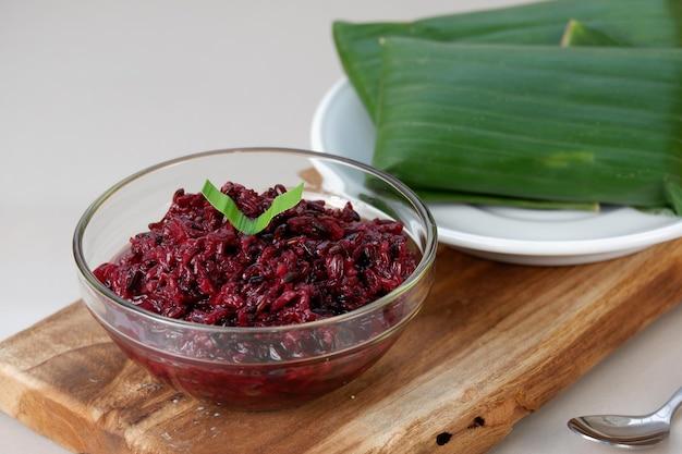 Tape ketan hitam arroz glutinoso preto fermentado um acompanhamento típico para tape uli