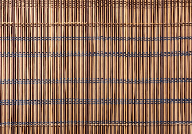 Tapete de madeira, todos os detalhes, texturas e cores de um tapete de madeira, vista de cima.
