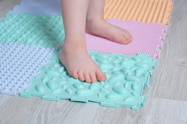 Tapete de massagem nos pés para bebês