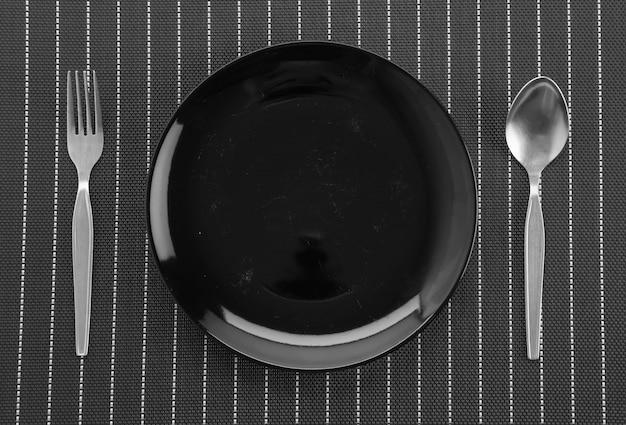 Tapete de placa com garfo e faca