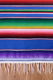 Tapete mexicano colorido