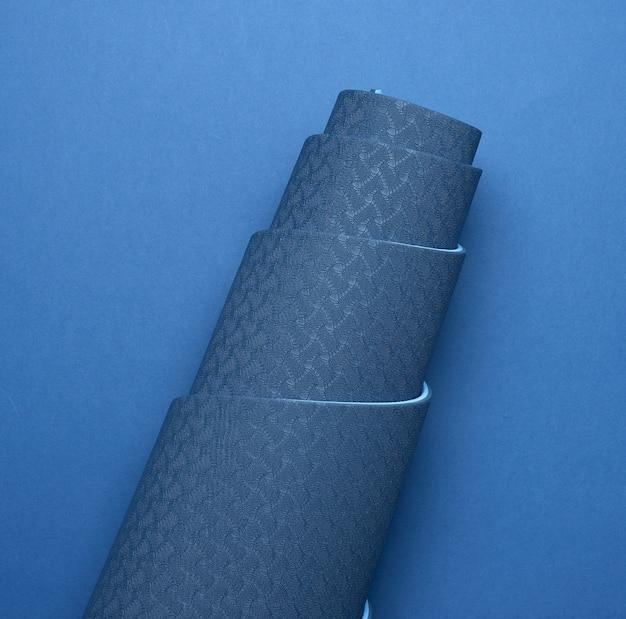 Tapete trançado azul de neoprene, equipamentos esportivos, vista de cima