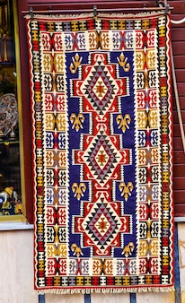 Tapetes orientais no mercado em istambul