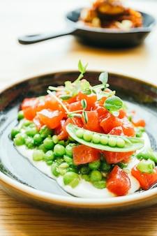 Tartare de carne de atum cru e fresco
