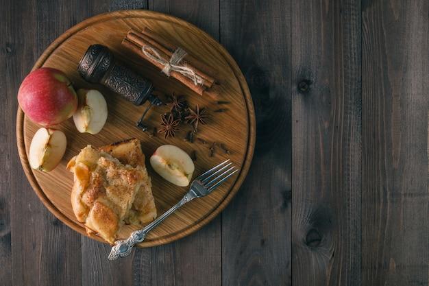 Tarte de maçã. massa folhada e canela.