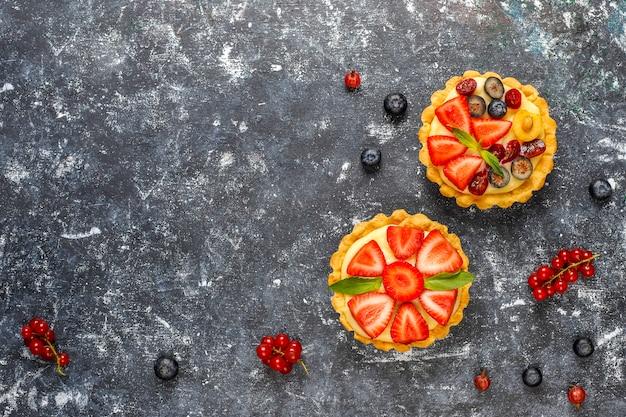 Tartles de baga rústico delicioso caseiro de verão.