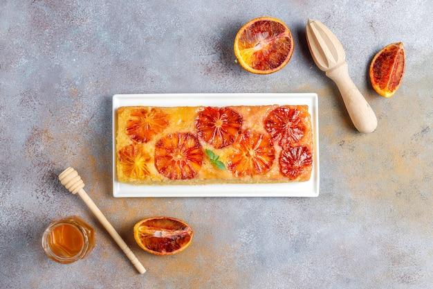 Tatin francês delicioso da galdéria da sobremesa com laranja pigmentada.