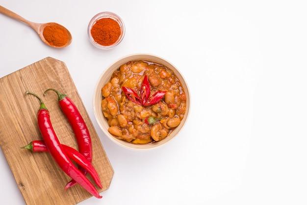 Tavche gravce, um prato da cozinha macedônia