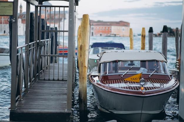 Táxi de barco em veneza