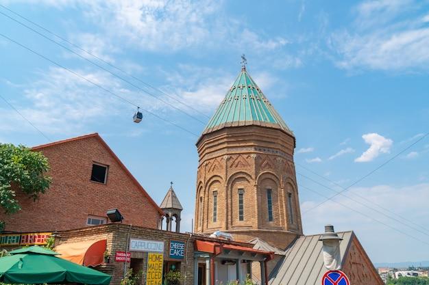 Tbilisi, goergia - 21 de jule, 2021: catedral de são jorge de tbilisi, igreja armênia
