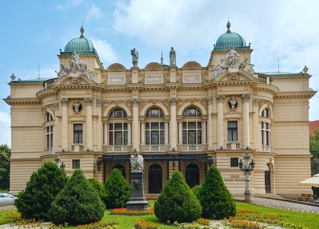 Teatro juliusz slowacki em cracóvia, polônia. vista de verão. construído em 1893. desenhado por jan zawiejski.