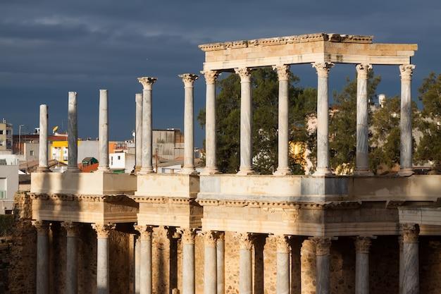 Teatro romano na manhã ensolarada em mérida Foto Premium