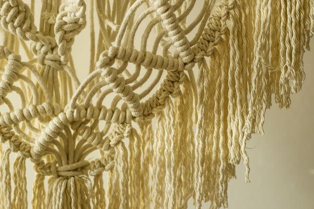 Tecelagem de bordado moderno em macramê no estilo do minimalismo