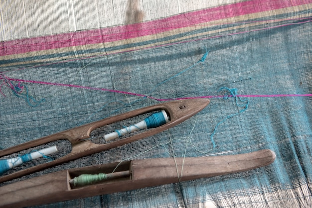 Tecer e seda tailandesa. atividade que envolve habilidade em fazer coisas à mão
