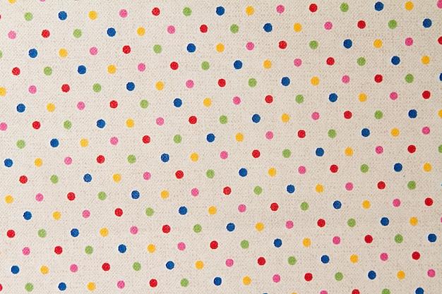 Tecido branco com pequenas bolinhas multicoloridas. fundo de tecido e textura para design