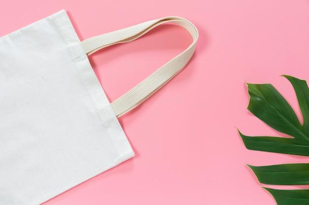 Tecido de lona de sacola branca. maquete de saco de compras de pano com espaço de cópia.