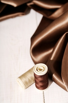 Tecido de seda marrom