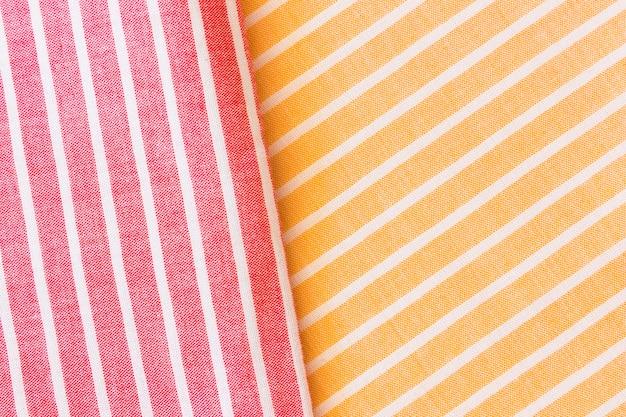 Tecido de textura de linho dobrado realista vermelho e amarelo