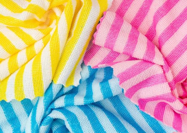 Tecido listrado colorido perfeito para o fundo.