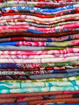 Tecido moderno colorfol. padrões folclóricos.