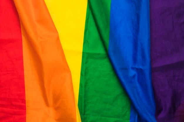 Tecido ondulado nas cores do arco-íris