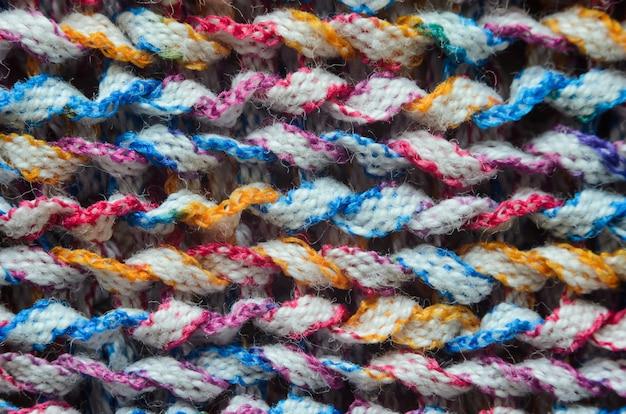 Tecido tricotado multicolorido.