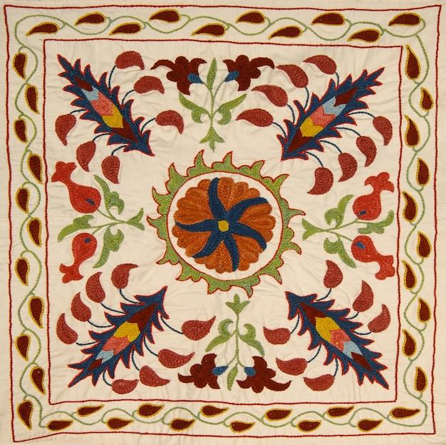 Tecidos de fundo e têxteis com ornamentos e padrões orientais coloridos