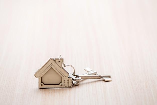 Tecla home na tabel. conceito para negócios imobiliários.