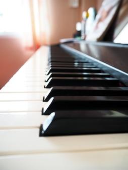 Teclado de piano closeup.