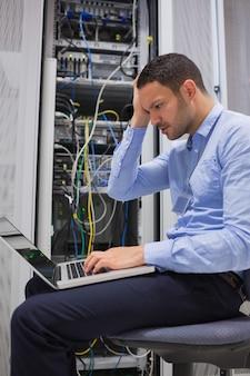 Técnico de dados ficando estressado