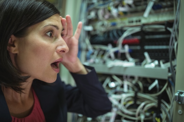 Técnico ficando estressado com a manutenção do servidor