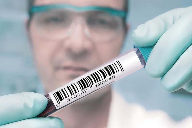 Tecnologia com uma amostra médica