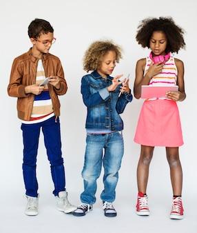 Tecnologia de comunicação de conexão de dispositivo digital de crianças