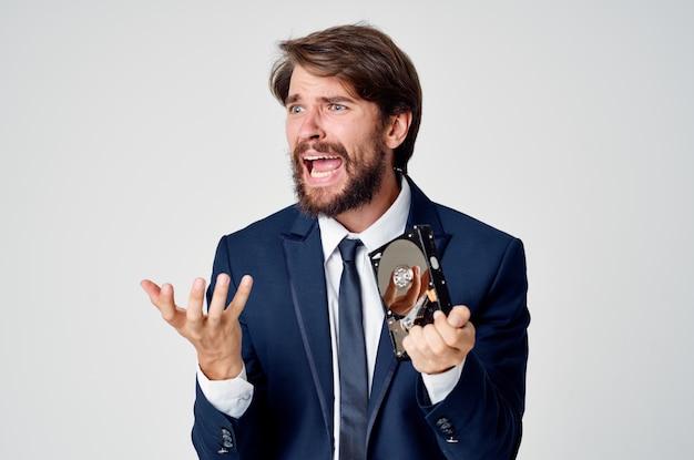 Tecnologia de escritório de informações de disco rígido de homem de negócios