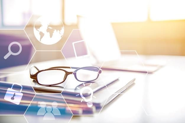Tecnologia de negócios e inovação para sucesso e objetivo.