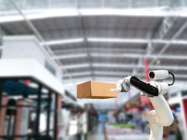Tecnologia industrial usando robôs armar mecânico a caixa na fábrica
