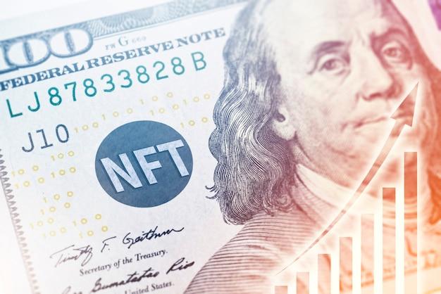Tecnologia nft em notas de dólar americano com conceito financeiro de gráfico crescente