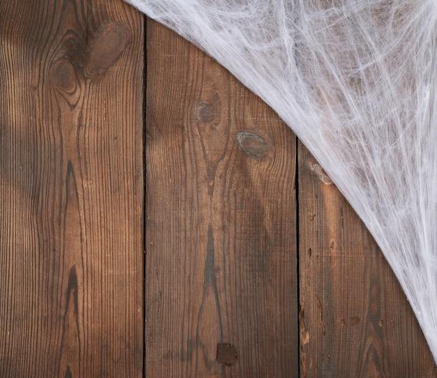 Teia de aranha branca no canto da composição