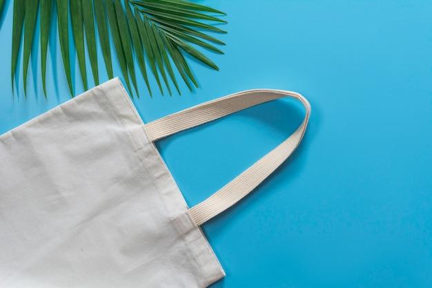 Tela branca da lona da sacola, saco de compra de pano com espaço da cópia