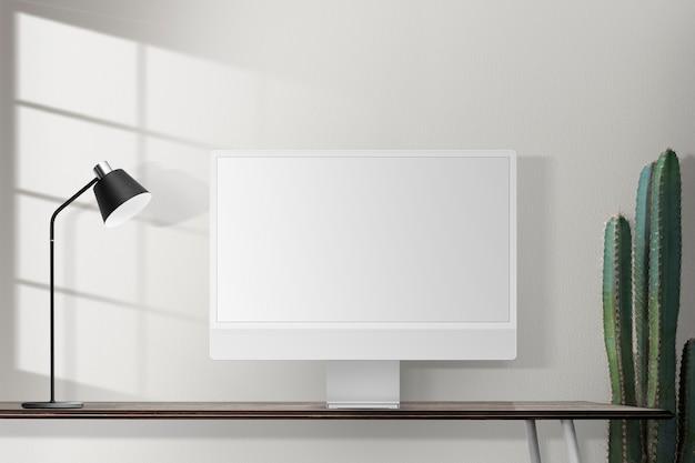 Tela de computador em branco em uma mesa em um home office retrô