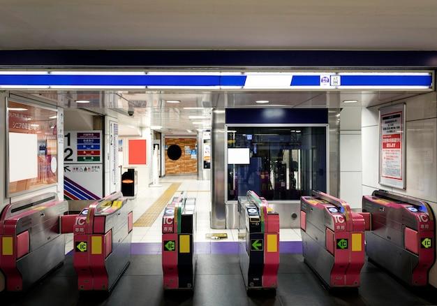 Tela de exibição de informações de passageiros do sistema de metrô japonês