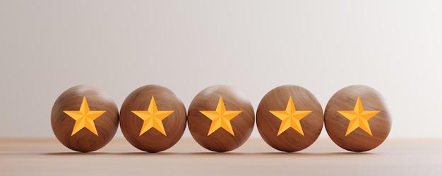 Tela de impressão de cinco estrelas douradas em bolas de madeira na mesa para excelente classificação da avaliação do cliente por renderização em 3d.