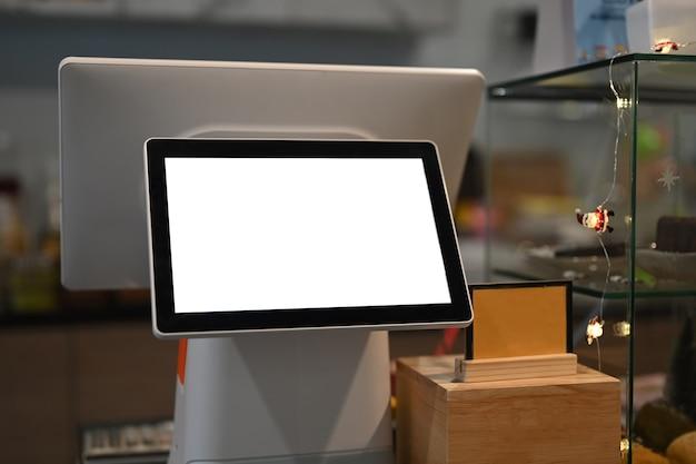 Tela de toque da máquina de caixa com tela em branco no café moderno.