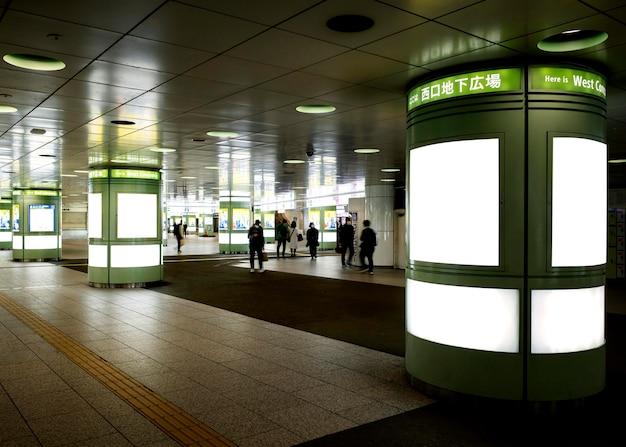Tela do sistema de trem do metrô japonês para informações do passageiro